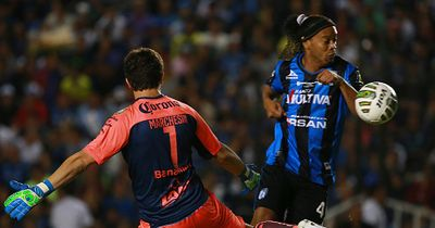 Respekt! Der Großmeister Ronaldinho kann es immer noch!