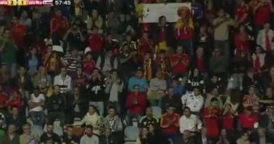 Spanische Fans beleidigen ihren eigenen Spieler Pique!