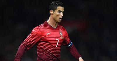 Ronaldo's Mitspieler singen die Nationalhymne falsch!