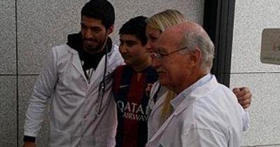 Luiz Suarez löste bei dem krebskranken Jungen sein Versprechen ein!