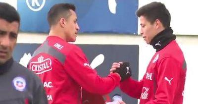 Video: Alexis Sanchez bereitet Kind eine große Freude!