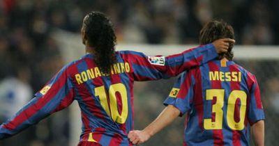 Geiles Geschenk von Ronaldinho an Messi!