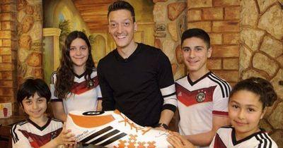 Mesut Özil übernimmt OP-Kosten für weitere 11 Kinder aus Brasilien