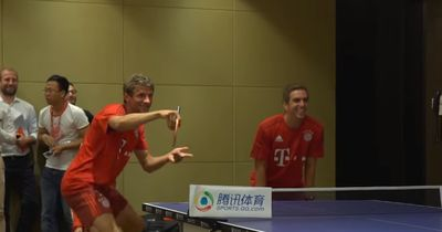 FC Bayern München: Philipp Lahm und Thomas Müller zeigen ihre Tischtennisqualitäten