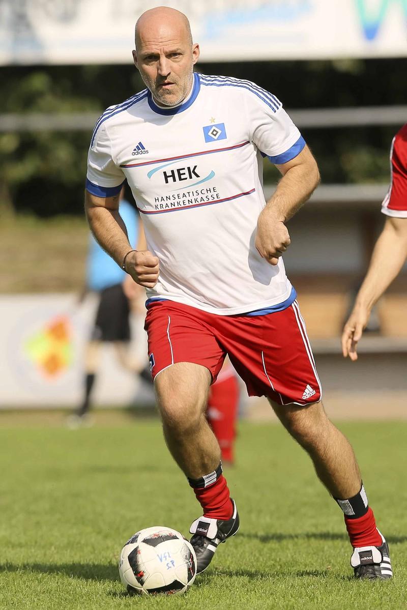 Stefan Schnoor ist ehemaliger Fußball-Profispieler, der inzwischen kein Geld mehr hat.