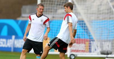 Video: Throwback: Thomas Müller nimmt Cristiano Ronaldo im Training auf den Arm!