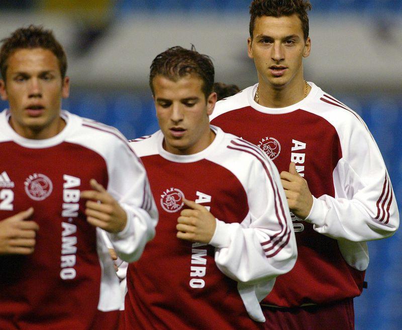 Hier trainiert Zlatan Ibrahimovic mit seinen Teamkollegen für den Verein Ajax
