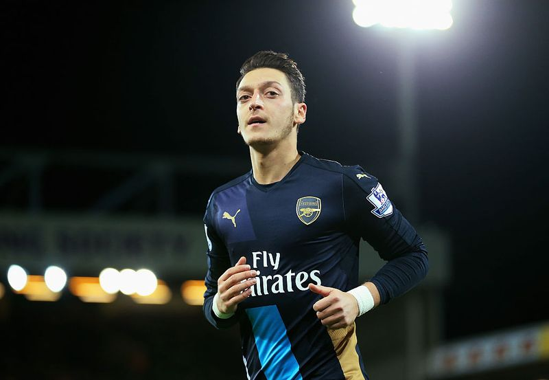 Mesut Özil über sein großes Vorbild, wie es ist Muslim zu sein und Barcelona!