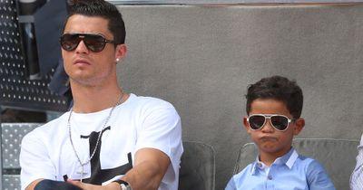 VIDEO: Genial! Ronaldo im Freistoßduell gegen seinen SOHN!
