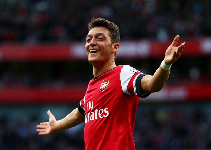 Dieses megaheiße Supermodel datet Mesut Özil!