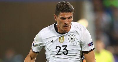 Kündigt Mario Gomez nach einem Tag in Wolfsburg schon seinen Abschied für 2017 an?