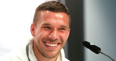 Knallhart - So macht sich Poldi über Schalke lustig!