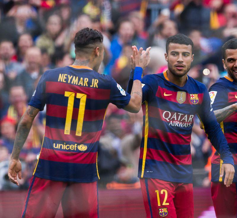 So werden Neymar und Rafinha im Barca-Training von Justin Bieber vorgeführt