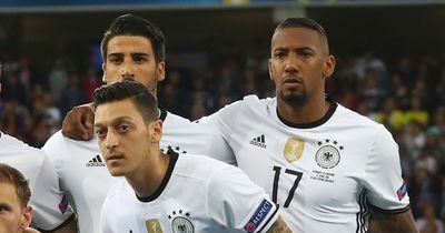 Bayern wieder gegen Arsenal - Das schreiben sich Özil und Boateng direkt auf Twitter