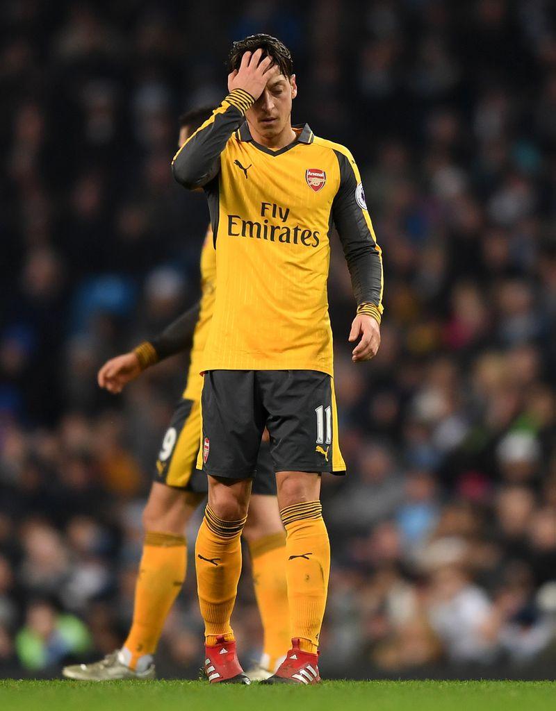Özil enttäuscht gegen ManCity - Und so fies reagieren die Arsenal-Fans