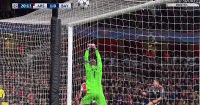Torwartfehler? So machen sich die englischen Fans über Manuel Neuer lustig!