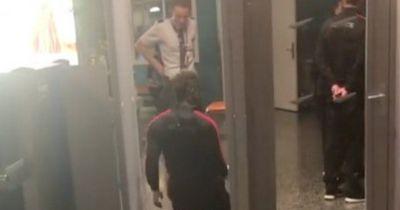 Mit dieser witzigen Aktion sorgt Balotelli für Lacher