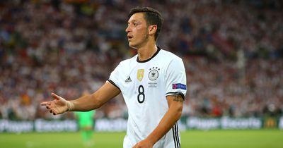 Mesut Özil: Seine Biographie und Rituale