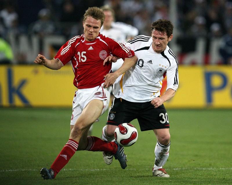 Freier debütierte 2002 in der Nationalelf, verletzungsbedingt musste er jedoch eine Pause einlegen.