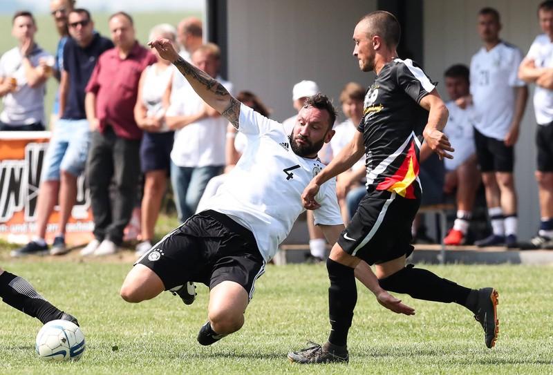 Ingo Hertzsch ist ein Fußballspieler, der national zuletzt beim RB Leipzig unter Vertrag stand.