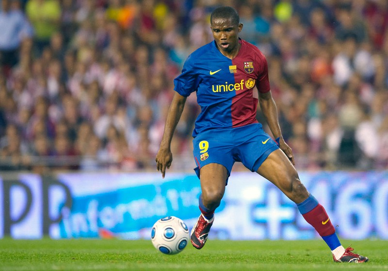 Samuel Eto'o am Ball