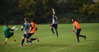 Spielabbruch in der Bezirksliga: Schiedsrichter attackiert