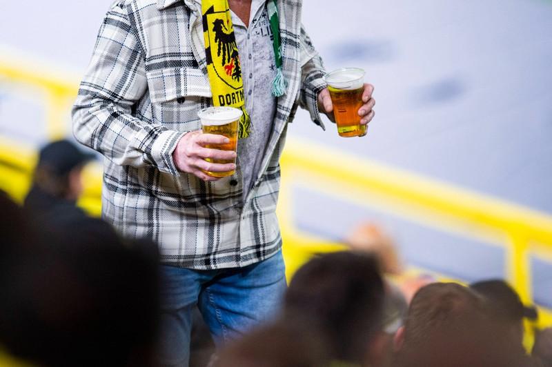 Fußball und Bier gehört für viele zusammen.
