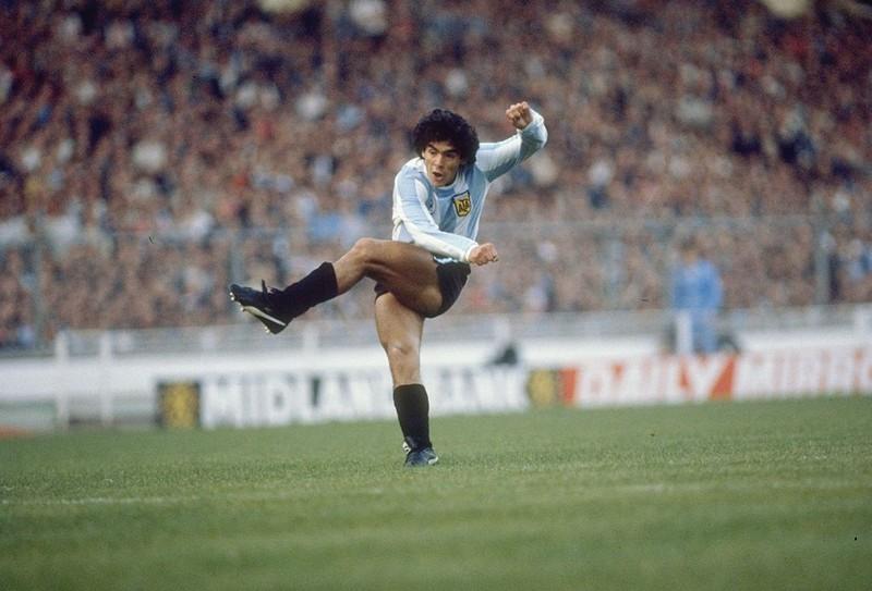 Dieses Bild zeigt Fußballlegende Diego Maradona.