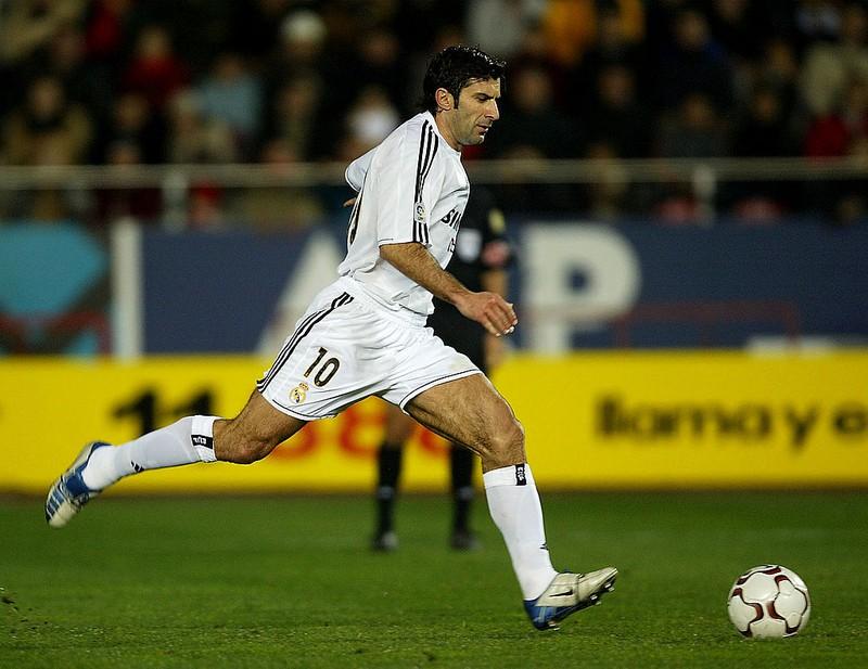 Dieses Bild zeigt Fußballlegende Luís Figo.