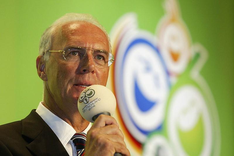 Dieses Bild zeigt den ehemaligen Fußball-Trainer Franz Beckenbauer.