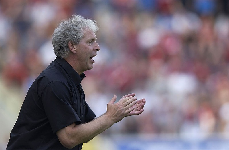 Dieses Bild zeigt den Fußball-Trainer Klaus Toppmöller.