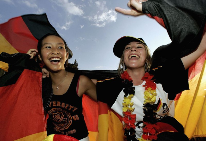 Deutsche Fans freuen sich über den Sieg um den dritten Platz