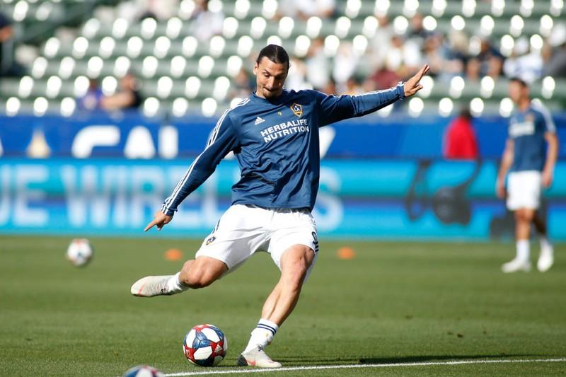 Fußballer Ibrahimovic beim Training auf dem Feld