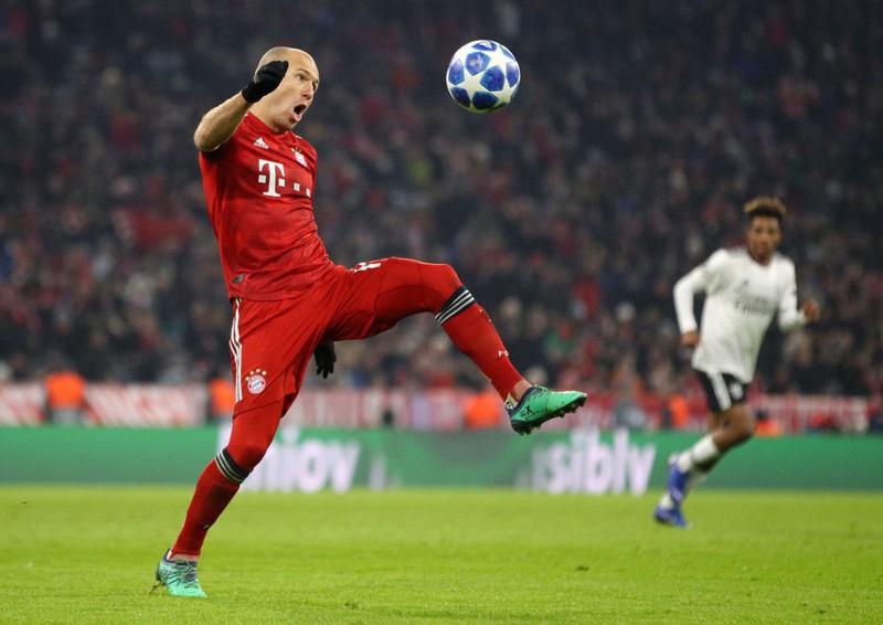 Stürmer Robben am Ball
