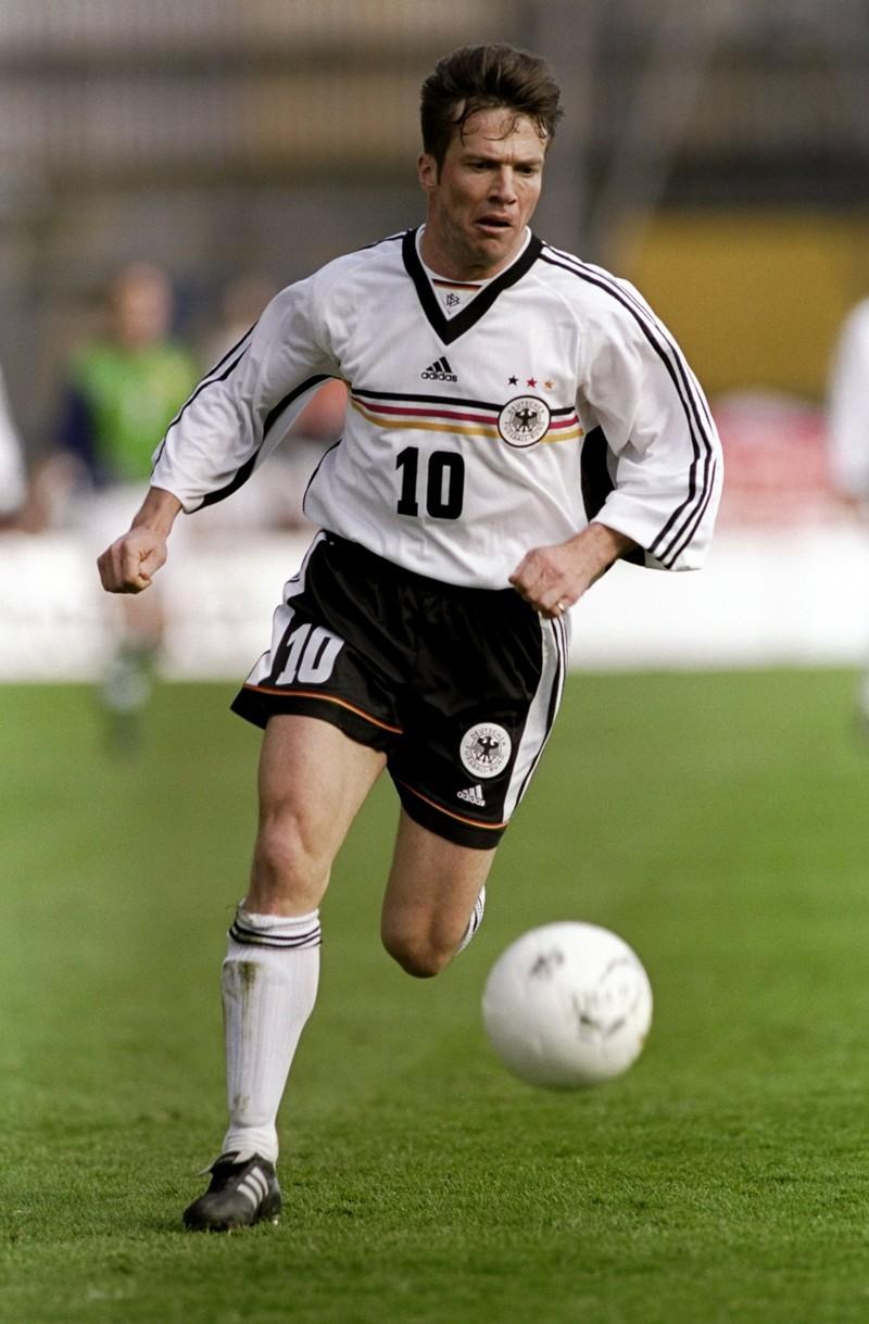 10 deutsche Fußballlegenden, die heute noch jeder kennt: Lothar Matthäus beim Fußball spielen