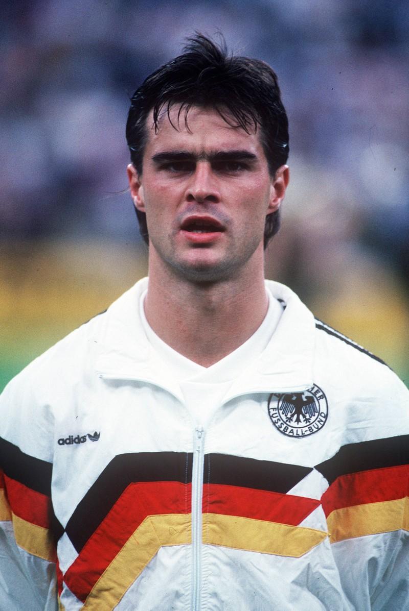 Thomas Berthold ist ehemaliger Fußballspieler.