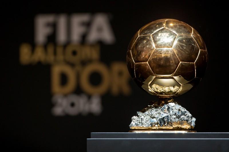 Es ist der Ballon d'or zu erkennen, welcher die größte Auszeichnung für einen Fußballspieler ist