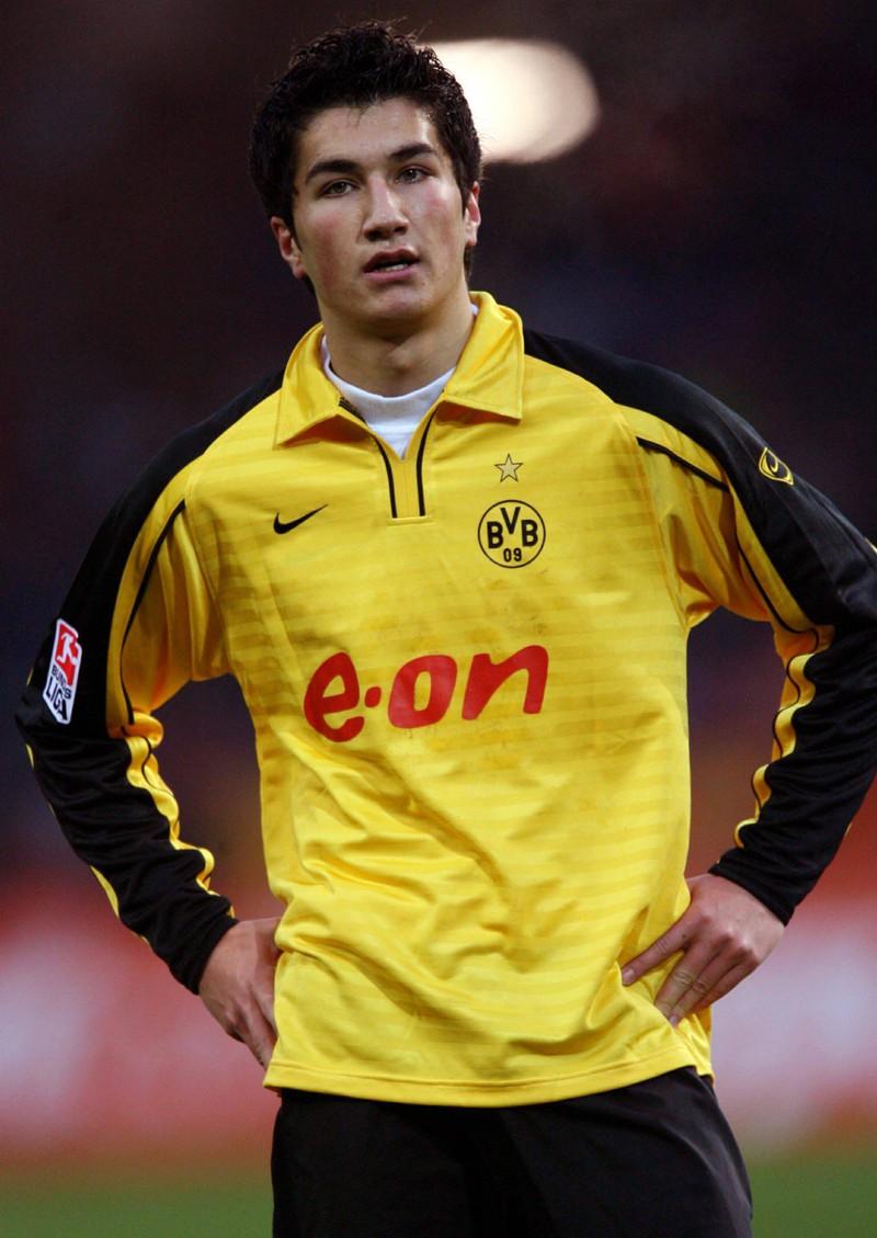 Man erkennt Nuri Sahin, der mit 16 Jahren als jüngster Spieler für die Bundesliga debütierte
