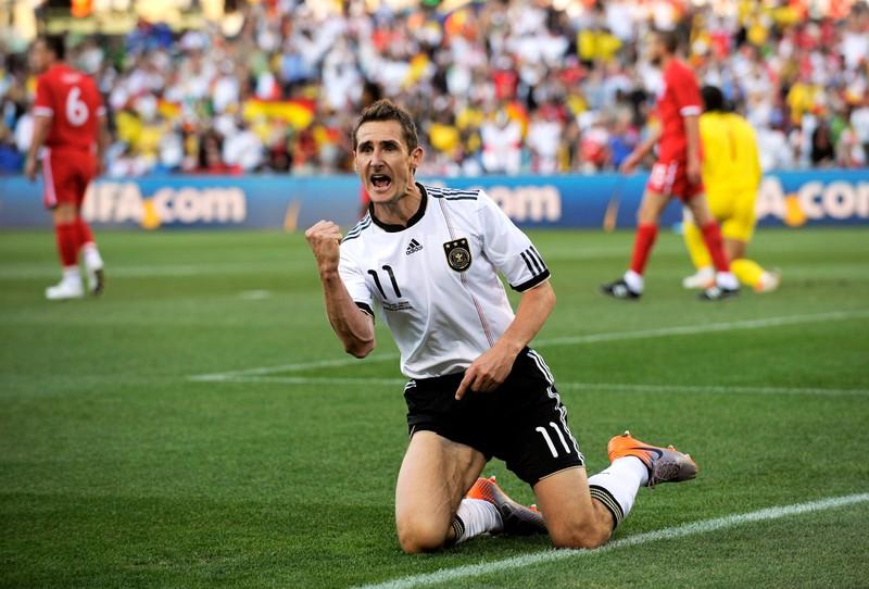 Man sieht Miroslav Klose, der für den DFB 71 Tore schoss und damit Rekordtorschütze ist