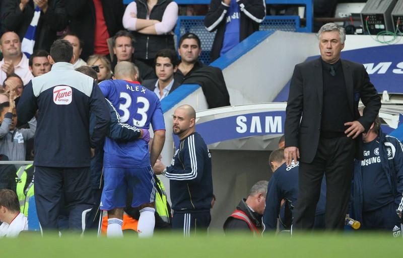 Man sieht Spieler Alex, der gemeinsam mit Carlo Ancelotti in PSG und Chelsea trainierte