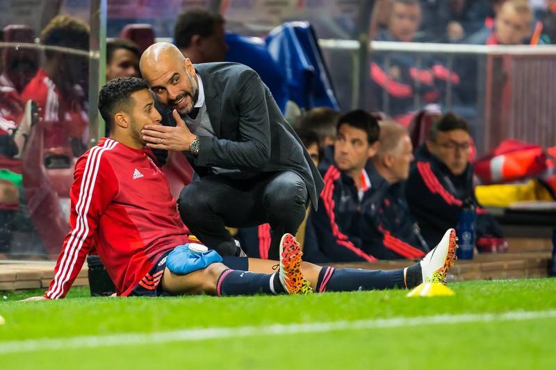 Man sieht Star-Trainer Pep Guardiola und Lieblingsspieler Thiago