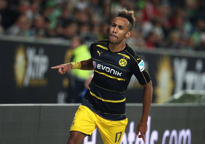 Der Bundesliga-Spieler verwandelt bei seinem Debüt 3 Treffer und schafft einen Hattrick