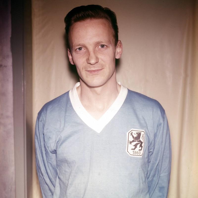 Engelbert Kraus ist einer von 7 Bundesliga Spielern, die bei ihrem Debüt einen Hattrick gemacht haben.