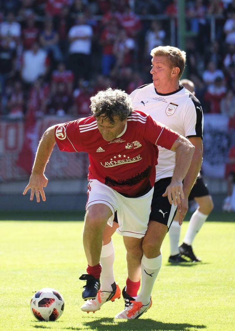Platz 3 geht an den ehemaligen Bundeslieger-Spieler Olaf Marshall und seinen Hattrick bei seinem Bundesliga-Debüt