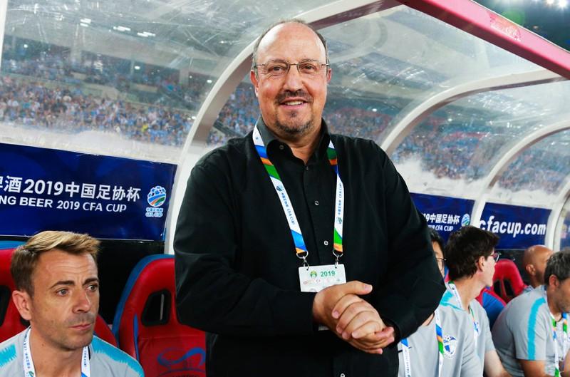 Das Foto zeigt Rafael Benitez, der 12 Millionen Euro pro Jahr Gehalt kassiert