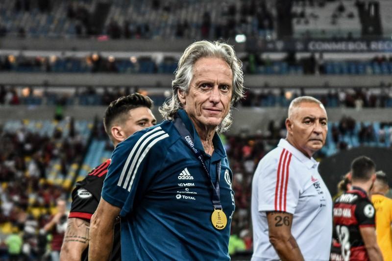 Jorge Jesus verdiente gegen Ende 2019 als Fußballtrainer einen hohen Betrag pro Jahr.