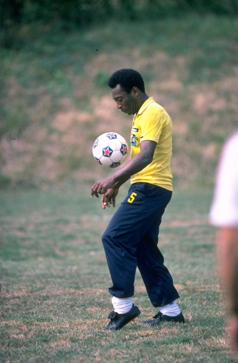 Der Feldspieler Pelé wechselt ins Tor und ist erfolgreich