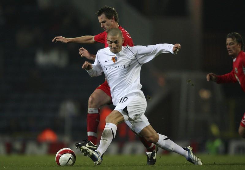 Mladen Petric wechselt ins Tor für den FC Basel