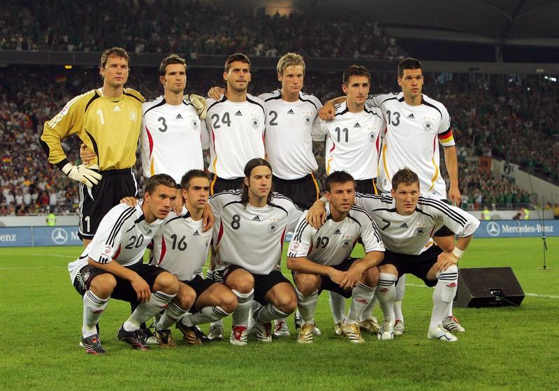 Es ist die deutsche Nationalmannschaft bei der WM 2006 zu erkennen