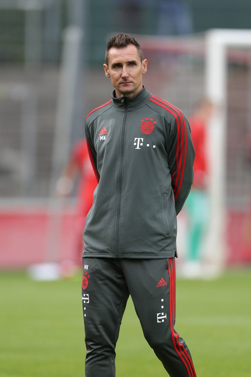 Viele kennen Klose von früher. Heute ist er Teil des Trainerstabs bei FC Bayern München